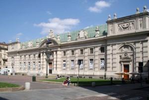 Piazza Carlo Alberto pedonalizzata e Biblioteca Nazionale. Fotografia di Nicole Mulassano, 2015