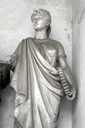 27 AIII Giuseppe Dini (1820-1890), Tomba Chiesa (Arcata 224), particolare. Fotografia di Roberto Cortese, 2018