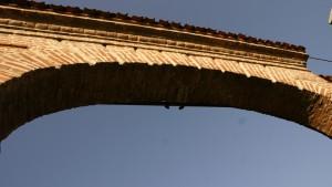 Particolare del portale della cascina Biasone. Fotografia di Edoardo Vigo, 2012.
