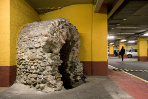 Un tratto di collettore fognario conservato all'interno del parcheggio ACI di via Roma. Fotografia di Marco Saroldi, 2010. © MuseoTorino