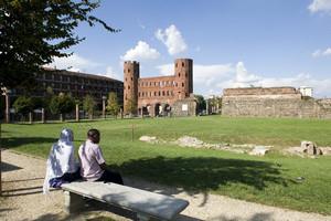 Veduta della Porta Palatina. Fotografia di Marco Saroldi, 2010. © MuseoTorino.
