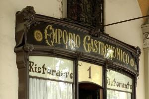 Emporio Gastronomico, particolre dell'esterno, Fotografia di Marco Corongi, 2005 ©Politecnico di Torino