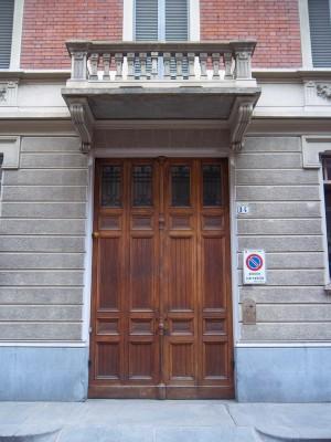 Pietro Fenoglio, Casa Noro Borione, 1908, particolare dell'ingresso. Fotografia L&M, 2011.