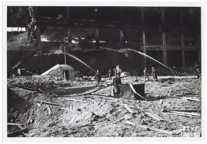 Via Nizza, stabilimento FIAT Lingotto. Effetti prodotti dai bombardamenti dell'incursione aerea del 29 marzo 1944. UPA 4424_9E05-54. © Archivio Storico della Città di Torino