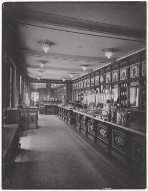 Baratti & Milano, interno dell'ambiente verso la Galleria, Fotografia Gian Carlo Dall' Armi,  1911 © Archivio Storico della Città di Torino (inv. R0642936)