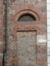 Chiesa di San Francesco di Sales detta delle Sacramentine, lato via Fratelli Calandra, targa