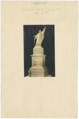 Vincenzo Vela, Monumento all'Alfiere dell'Esercito Sardo, 1856. Fotografia di Gioachino Boglioni. © Archivio Storico della Città di Torino