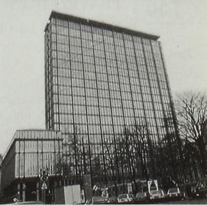 Il grattacielo della Rai di via Cernaia, di Morbelli e Morelli, 1962-68. Fotografia tratta da: Beni culturali ambientali nel Comune di Torino, 1984, p. 310.