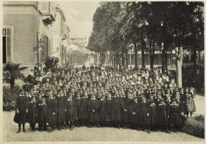 Educatorio Duchessa Isabella. Gruppo generale, 1894. © Fondazione 1563