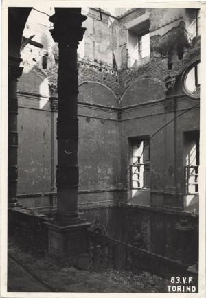 Regia Università, Via Po 17. Effetti prodotti dai bombardamenti dell'incursione aerea del 13 luglio 1943. UPA 3632_9E01-24. © Archivio Storico della Città di Torino/Archivio Storico Vigili del Fuoco