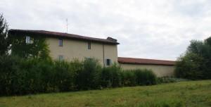 Infilata della manica occidentale della cascina Tre Tetti Nigra. Fotografia di Edoardo Vigo, 2012.