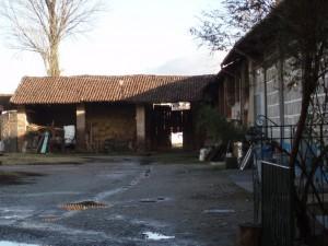 Corte interna della cascina Berlia. Fotografia di Emanuela Lavezzo, 2008.