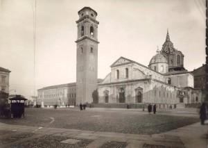 Piazza San Giovanni, Duomo, 1950 circa © Archivio Storico della Città di Torino (GDP sez I 489_059)