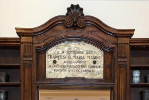 Regia Farmacia Masino, targa marmorea all'interno, 2016 © Archivio Storico della Città di Torino