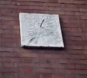 Orologio solare, palazzina in via Millaures, 13