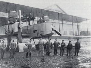 Aviatori al campo volo Gino Lisa. © EUT 10.