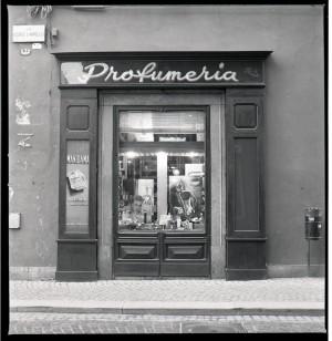 Profumeria, esterno verso via Corte d'Appello, 1998 © Regione Piemonte