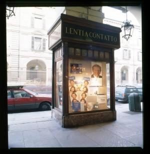 Ottica Bonino, ex Mira profumeria, vetrina sottoportico, 1998 © Regione Piemonte