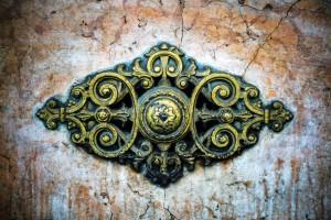 Cisalpina, ex Dimensione Europa, già Debois, particolare del basamento con borchia, 2017 © Archivio Storico della Città di Torino