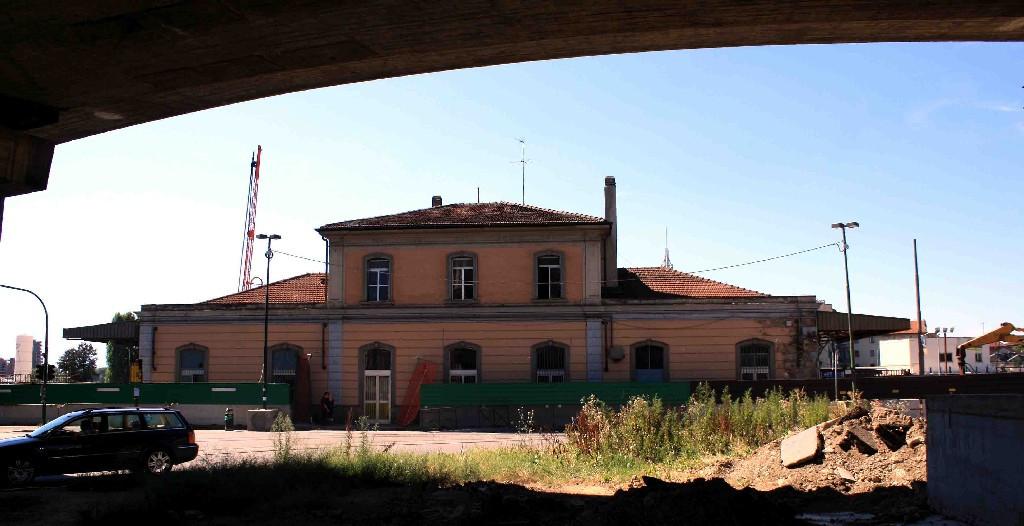 Stazione torino dora della linea torino milano gi - Stazione porta vittoria milano ...