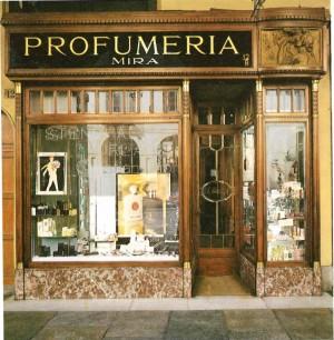 Mira profumeria, esterno, 1984 (riproduzione da libro: A. Job, M. L. Laureati, C. Ronchetta, 1984, p. 162)