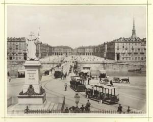 Veduta del ponte Vittorio Emanuele I da piazza Gran Madre di Dio. Fotografia Brogi. ©  Archivio Storico della Città di Torino.