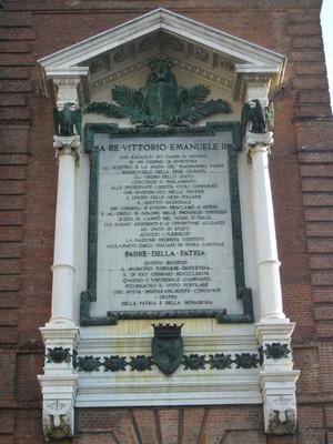 Lapide dedicata a Vittorio Emanuele II. Fotografia di Elena Francisetti, 2010. © MuseoTorino.