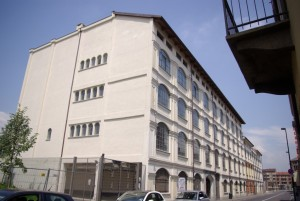 La ex palazzina per uffici al numero 17 di via Pianezza. Fotografia Comitato Parco Dora, 2008.