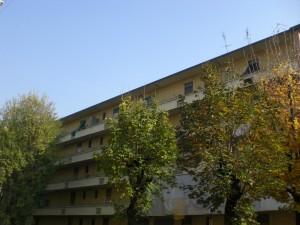 Veduta del prospetto interno di uno dei caseggiati da via Cremona. Fotografia di Maria D'Amuri, 2011