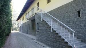 Muro esterno lato nord-ovest della cascina Spinetta. Fotografia di Edoardo Vigo, 2012.