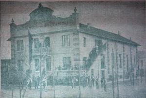 Casa del popolo di Borgo Vittoria e Madonna di Campagna durante i lavori di costruzione. Fotografia da «Il Grido del popolo», 1 maggio 1910