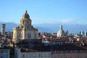 Panorama di Torino da Palazzo Madama. In primo piano la chiesa di San Lorenzo. Fotografia di Laura Tori, 2011