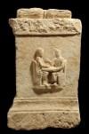 La coppia è intenta al gioco dei dadi, foto Giacomo Lovera, © Soprintendenza per i Beni Archeologici del Piemonte e del Museo Antichità Egizie.