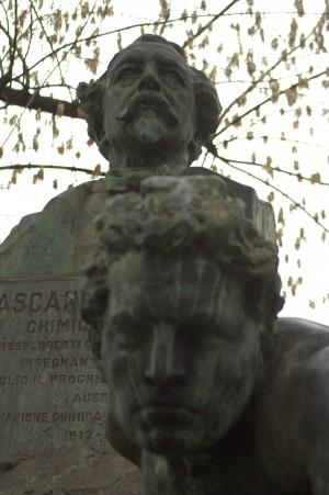 Giorgio Ceragioli e Cesare Biscarra, Busto di Ascanio Sobrero, particolare. Fotografia di Giuseppe Caiafa, 2011