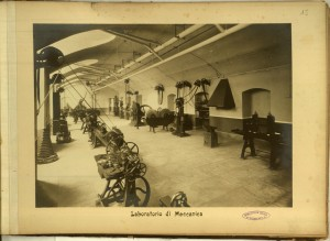 Regio Museo Industriale, Laboratorio di meccanica. Da R. Museo Industriale Italiano. Torino, C. Favale e Compagnia, Torino s.d. (1871). Torino, Biblioteche Civiche