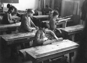 Aule didattiche e momenti di lezioni ludico-motorie presso la scuola speciale Padre Gemelli. © Archivio della scuola