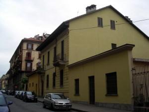 Edificio in via Santa Giulia 56. Fotografia di Silvia Bertelli.