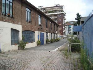 Ciò che rimane del cuoificio Azimonti in via Martinetto (1). Fotografia di Carlo Pigato, agosto 2010.