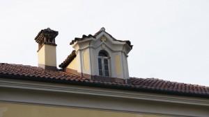 Uno degli abbaini della cascina Giajone. Fotografia di Edoardo Vigo, 2012.