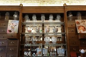 Antica drogheria, particolare scaffalatura, 2017 © Archivio Storico della Città di Torino