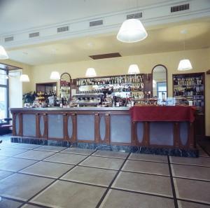 Confetteria Roma, già Talmone, banco-caffetteria, 2000 © Regione Piemonte