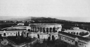 Ex scuderie Gualino (sul sito verrà costruita la Fiat Mirafiori nel 1936-39). Fotografia dei primi anni Trenta del Novecento © EUT 10