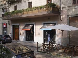 Ex Cinema Capitol, esercizio commerciale e residenze in via san Dalmazzo 26. Fotografia di Luca Davico 2017