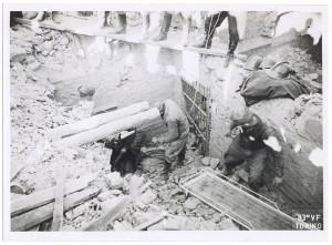 Rivoli (Torino) s.l. Effetti prodotti dai bombardamenti dell'incursione aerea del 4-5 febbraio 1943: crollo del ricovero, recupero vittime. UPA 3438_9D06-39. © Archivio Storico della Città di Torino/Archivio Storico Vigili del Fuoco