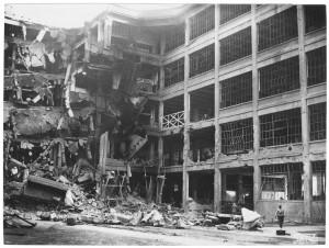 Via Nizza. Stabilimento FIAT Lingotto. Effetti prodotti dai bombardamenti dell'incursione aerea del 30 novembre 1942. UPA 2468D_9C03-29. © Archivio Storico della Città di Torino