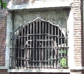 Lanificio Colongo. Particolare di finestra su via Verona. Fotografia L&M, 2011.