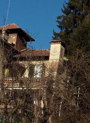 Orologio solare, palazzina in strada Guido Volante, 39