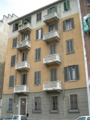 Edificio di civile abitazione in via Canelli 85
