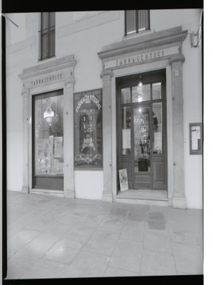Farmacia degli Stemmi, già Alleanza Cooperativa Torinese N. 7, esterno, 1998 © Regione Piemonte