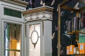 Profumeria Tina Bigiotteria, particolare decorativo della vetrina angolare, 2018 © Archivio Storico della Città di Torino